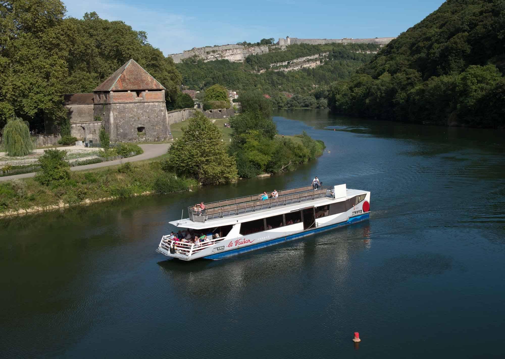 bateau-le-vauban-besancon-27c0cc5c73b94b67a1e0fc186cc54da8