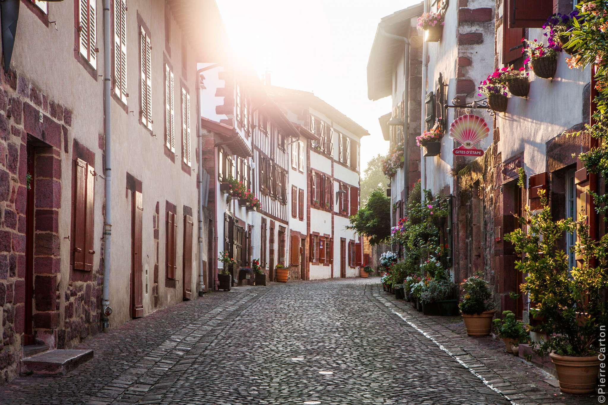 rue-de-la-citadelle-matin-st-jean-pied-de-port-bd-carton