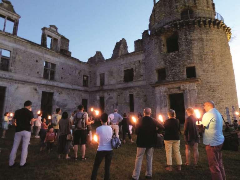 php2pyj1k-chateau-de-gramont-nocturn-es-aux-flambeaux-2016-3-768x576