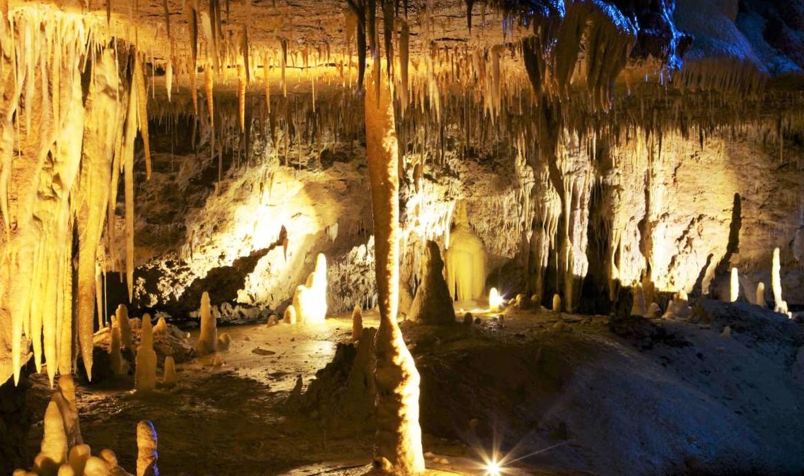 php1md17p-grotte-de-tourtoirac-grand-massif-stalagmitique-dordogne-perigord-5-1166x690