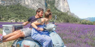 a-scoot-nomad-balade-en-scooter-tourisme-en-drome-provencale-400x200