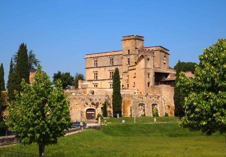 lourmarin-11-chateau-redim-768x576