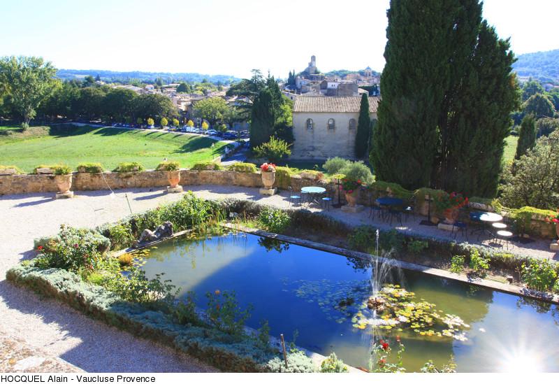 piece-d-eau-au-chateau-de-lourmarin-copyright-hocquel-alain-vaucluse-provence-2161-800px