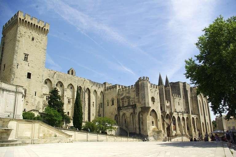 palais-des-papes-e-catoliquot768-768x576