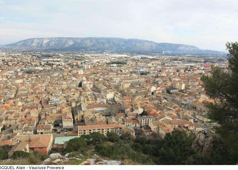 cavaillon-vue-generale-depuis-la-colline-st-jacques-copyright-hocquel-alain-vaucluse-provence-2436-800px-768x576
