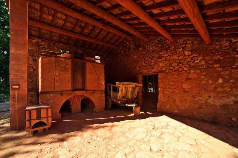 Visit of Ôkhra - Conservatory of ochres and color, Roussillon