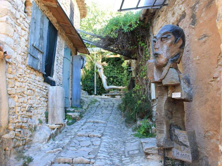 Guided Tours: Joucas, stones and wood